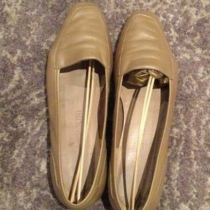 Enzo Angiolini gold loafers in size 8